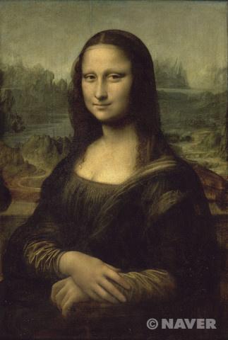 신원이 명확히 밝혀지지 않은 작품 속 여인의 신비로움은 그의 미소에 의해 더욱 고조된다. 여인의 미소를 묘사하기 위해 레오나르도는 '스푸마토(sfumato)'라는 기법을 사용했다. '스푸마토'란 이탈리아어로 '흐릿한' 또는 '자욱한'을 뜻하는 말로, 인물의 윤곽선을 일부러 흐릿하게 처리해 경계를 없애는 방법이다. 레오나르도는 특히 여인의 입 가장자리와 눈 꼬리를 스푸마토 기법으로 묘사함으로써 여인의 미소를 모호하지만 부드럽게 보이도록 만들었다. 이 그림의 배경은 야외이다. 실제 야외인지 창밖의 배경이 연출된건지는 모른다. 하지만 저 여인의 감정을 알수 없게끔 만드는 하늘의 색체와 분위기는 오묘한 느낌을 주며 보는 관점에 따라 다르겠지만 어두운 이미지가 그녀를 더 외롭게 보이게한다.