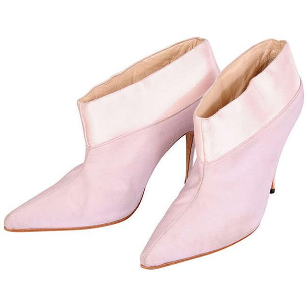 Pre-owned Givenchy Haute Couture Silk & Satin Booties, Runway Worn ($500) ❤ liked on Polyvore featuring shoes, boots, ankle booties, accessories, lavender boots, givenchy haute couture, short booties and short boots