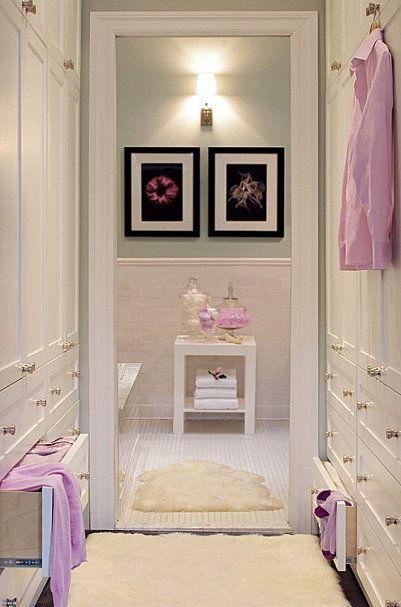 """a porta do closet (que o divide do quarto) pode ser de espelho, já que o closet """"exige"""" um espelho de corpo inteiro"""