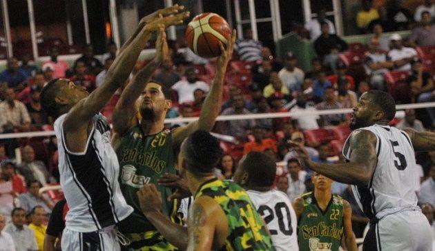 San Carlos pica delante semifinal Básket del Distrito