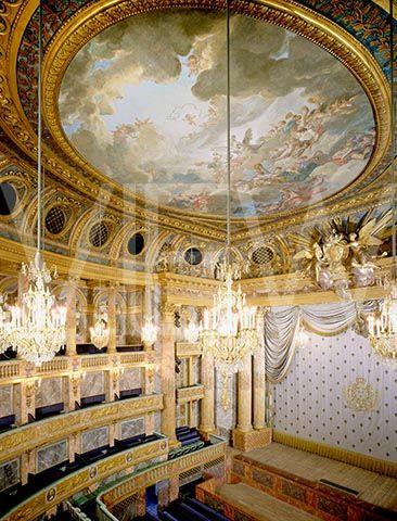 L'Opéra Royal du Palais de Versailles qui fut bâti pour le Mariage du Dauphin, futur LouisXVI, avec Marie Antoinette d'Autriche