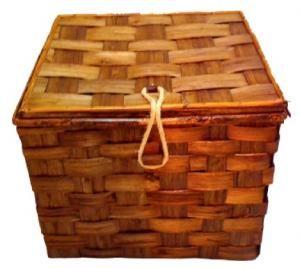 Cesto quadrato in vimini vuoto: elegante cesto per trasportare e conservare massimo 10 bottiglie di vino da 750 ml.