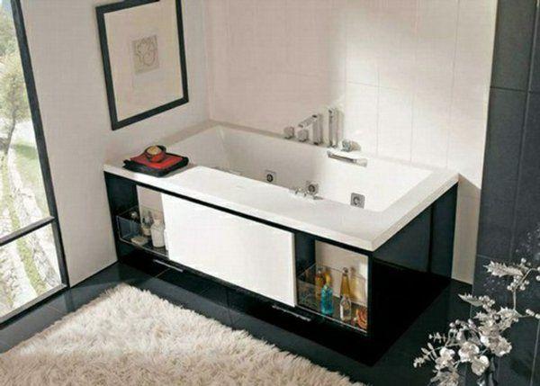 salle de bains avec baignoire rectangulaire-espace-stockage