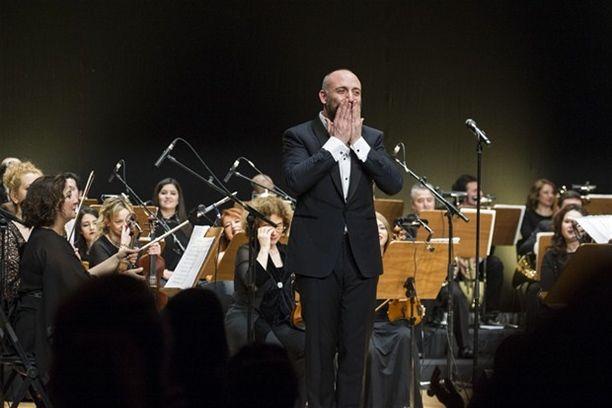 """Halit Ergenç konseri!Sinema Senfoni Orkestrası eşliğinde konser veren Halit Ergenç """"Müzik  benim ilk göz ağrım"""" dedi."""