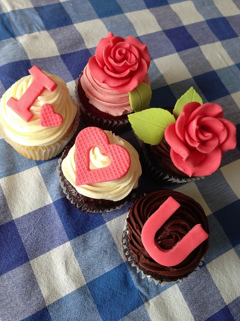 Valentines day cupcakes by mommyknows { Kim Becker }, via Flickr