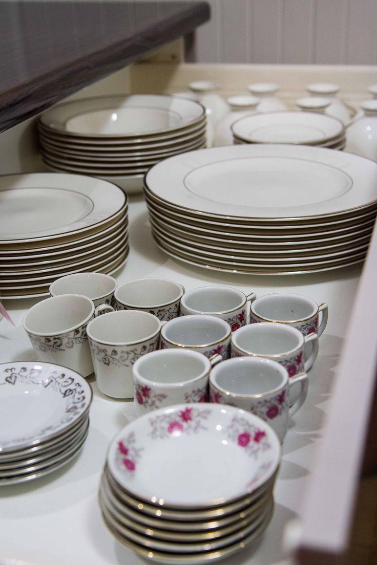 Plate drawer. Contemporary kitchen. www.thekitchendesigncentre.com.au