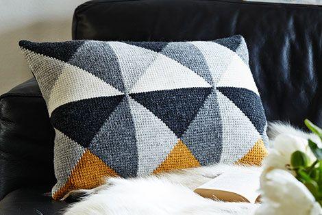 triangle pattern pillow / Tunesisk hækling / www.fof.dk