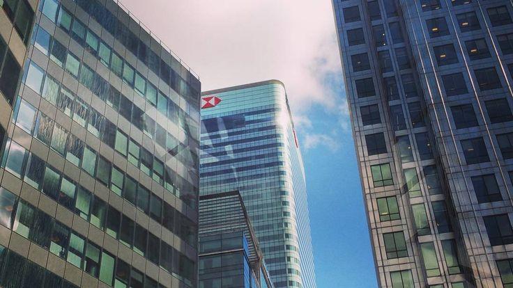 HSBC London  #hongkongshanghaibankcorporartion #hsbc #architecture #design #steel #glass #london #england #britian #city #towerhamlets #greatbritain #sky #blueskys #lookup #see #street by wharf.interiors.docklands