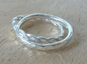 interlinking rings with battered and twisted wire bands
