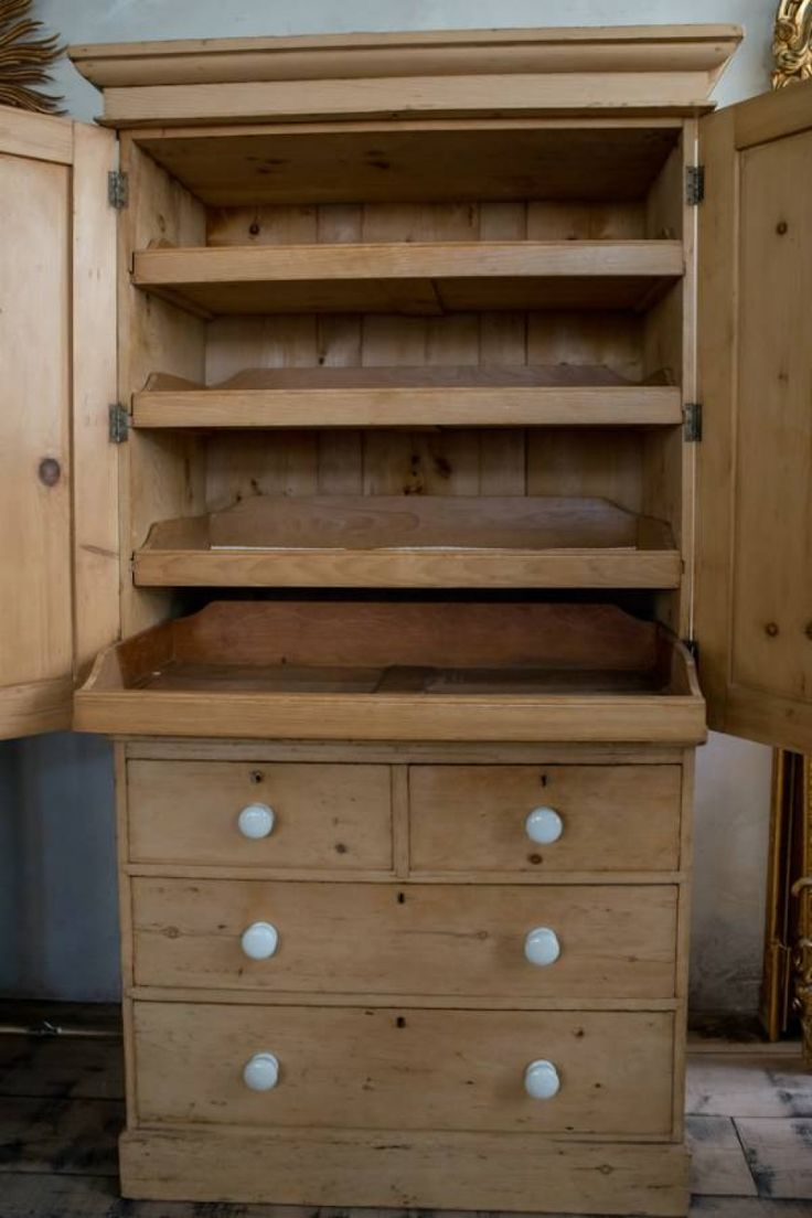 Mid Victorian Pine Linen press - picture 3