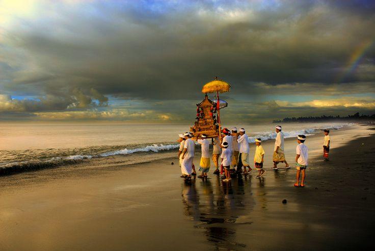 Melasti ceremony 3 or 4 days before Nyepi day
