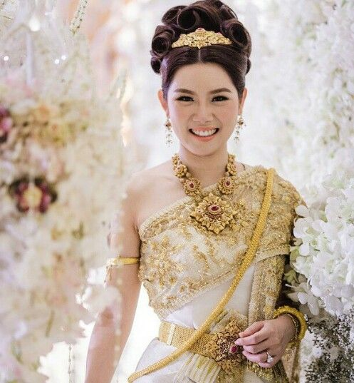 Thai Wedding Gowns: Engagement/wedding Style