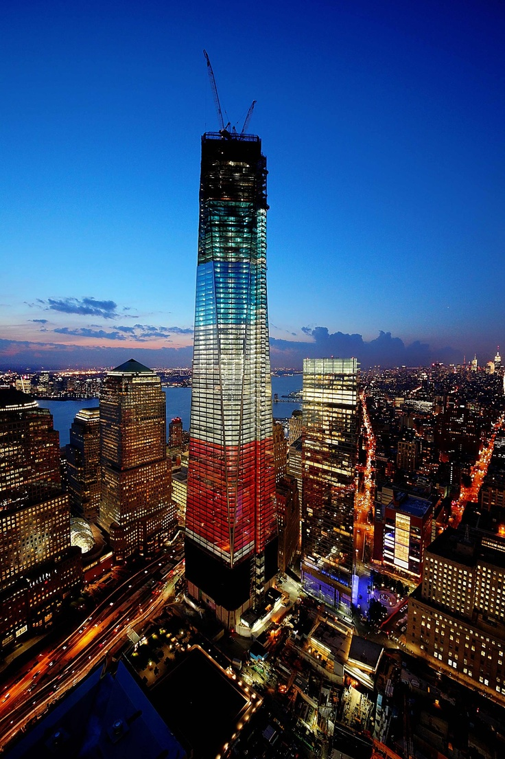 An amazing photo of the Freedom Tower in New York City ...