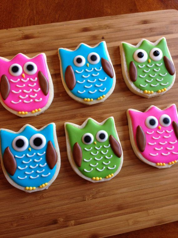 1 dozen sugar cookie owls. Cookies measure 2.5 x 3 inches and will come individually heat sealed in cello bags for freshness. Just let me know if you would like a different color scheme.  >>>PLEASE LEAVE YOUR EVENT DATE IN NOTE TO SELLER DURING CHECKOUT. IF NO DATE IS SPECIFIED, YOUR COOKIES WILL SHIP OUT BETWEEN 10-12 DAYS. PLEASE PLACE YOUR ORDER AT LEAST TWO WEEKS BEFORE DATE NEEDED