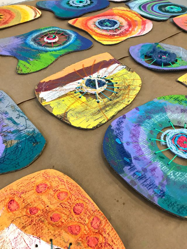 Circle Weaving Art Project for Elementary Students // www.smallhandsbigart.com