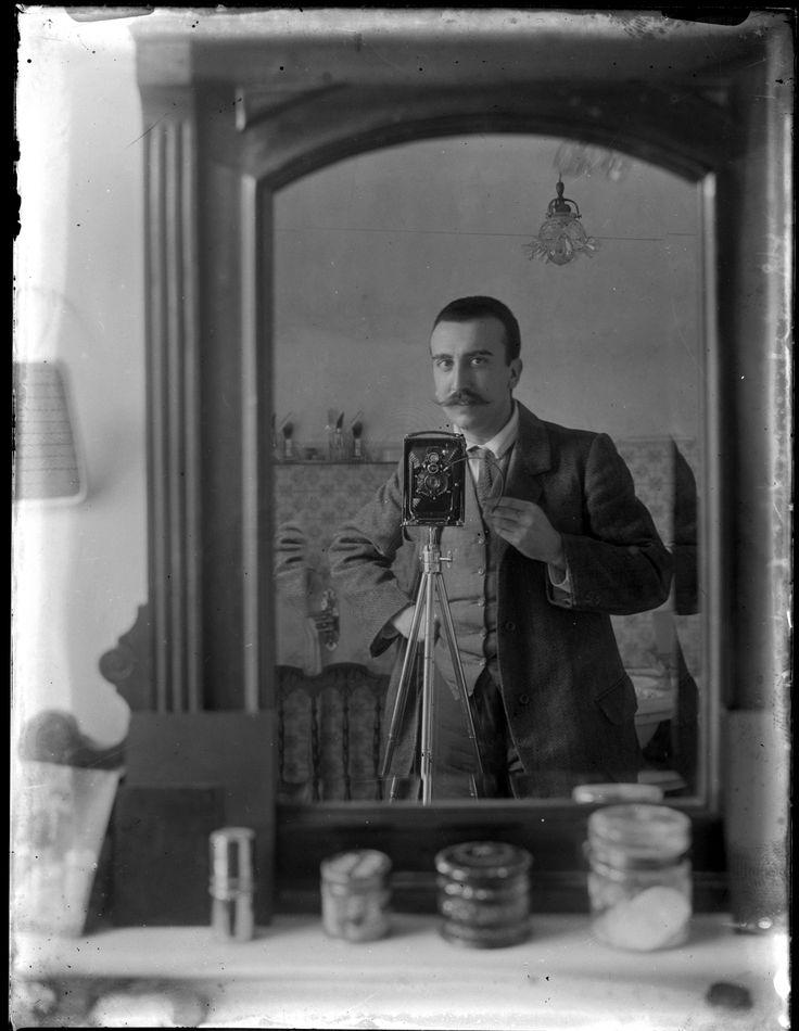 El taller de fotografía con Francisco Pérez-Dolz, asesor del museo. Museo Nacional de Artes Decorativas.
