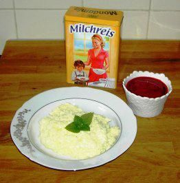 Rezept: Fluffig-cremiger Milchreis mit beschwipstem Himbeerpüree (ohne Sahne)