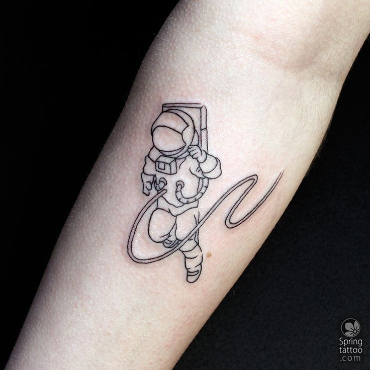 the astronaut on moon tattoo - photo #17