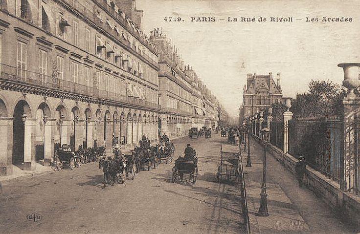 La rue de Rivoli et les arcades, vers 1900 (ancienne carte postale)