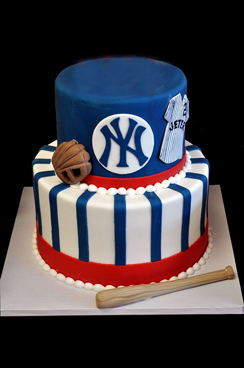 A double layered New York Yankees groom's cake is the ultimate nod for any baseball fan.