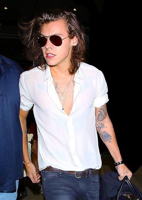 OMG!!!!!! That shirt looks so good on him!!!!!!! He is so hot!!!