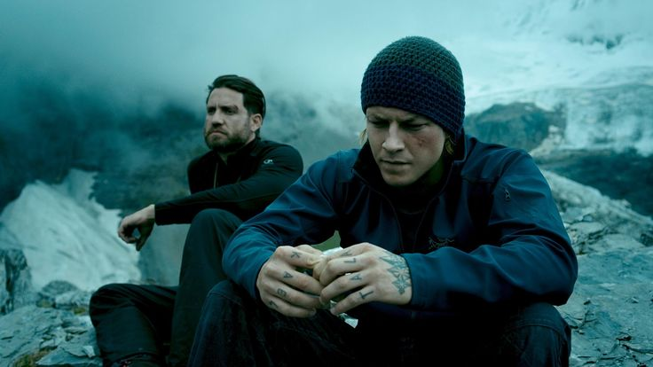 Still of Edgar Ramirez and Luke Bracey in Point Break (2015)…