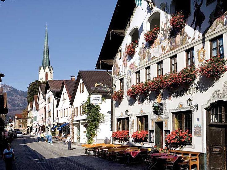 Garmisch-Partenkirchen,Bayern,Germany Garmisch-Partenkirchen kasabası Almanya Bavyera'nın Oberbayern bölgesinde Avusturya sınırının hemen yanında yer alıyor.
