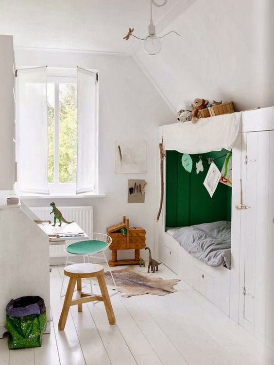 Green is associated with nature and therefore creates a serene and calm environment for children. It can even increase reading ability according to some psychological studies as it has a soothing effect and therefore enables children to concentrate better. This crisp green and white boy's room has been designed by Jessica Bouvy, an interior stylist …