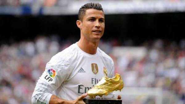 Ronaldo set a new world record for more Champions League goals during calendar air    Paris : Real-time Portugal and Real Madrid's footba...