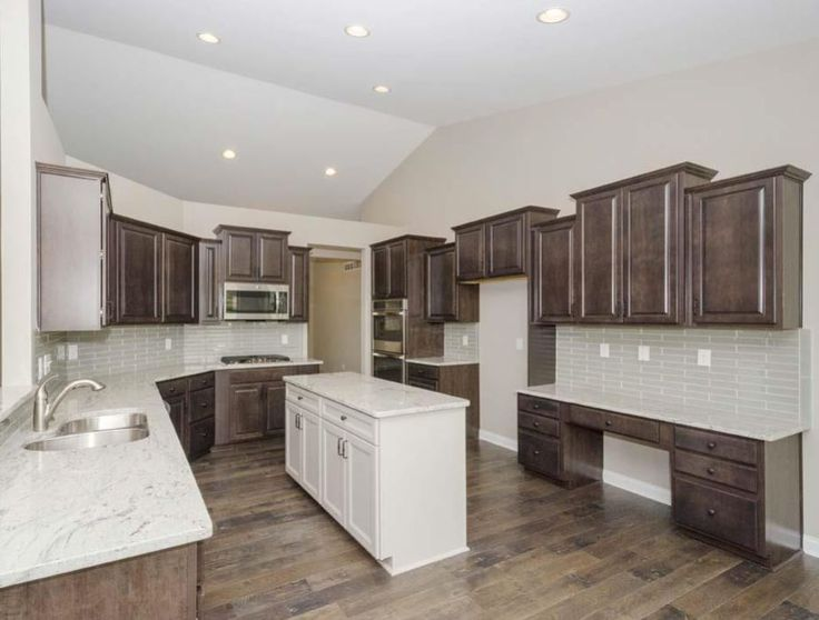Gourmet Kitchen Radford Maple Flagstone Perimeter