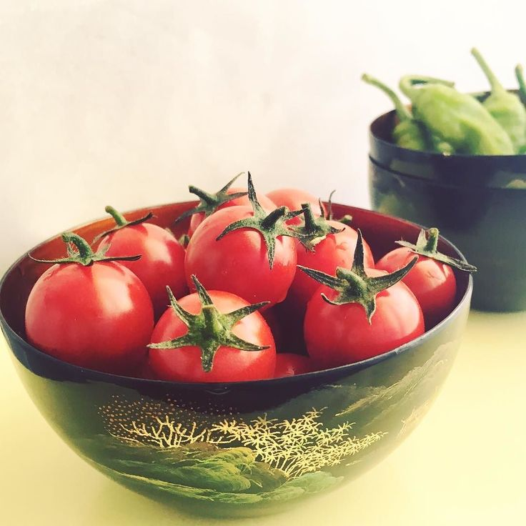 Summer colors :: Cherry tomatoes picked ripe #vegetablegarden #appetibilismoments #ockstyle #myfoodmemories #mykitchenadventures #lifeofafoodstylist #healthyeats #veggies #heirloom #healthyfood #italianfood #italiancooking #atelierappetibilis