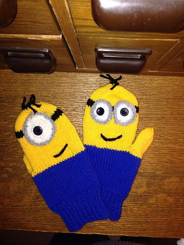 D2's Movie Minion Mittens