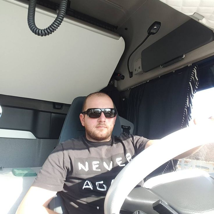 "4 Me gusta, 1 comentarios - Jan Šimčák (@johnny_fh) en Instagram: ""Hallo weekend ✌ #slovakia #volvo #volvopower #FH #hollandstyle #truckporn #schrapmetals #kosice…"""