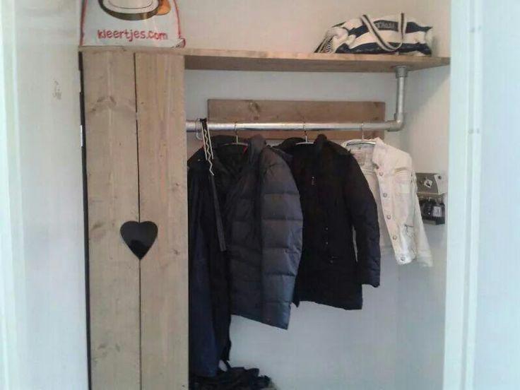 Stoere kapstok / garderobe van steigerhout @ hal