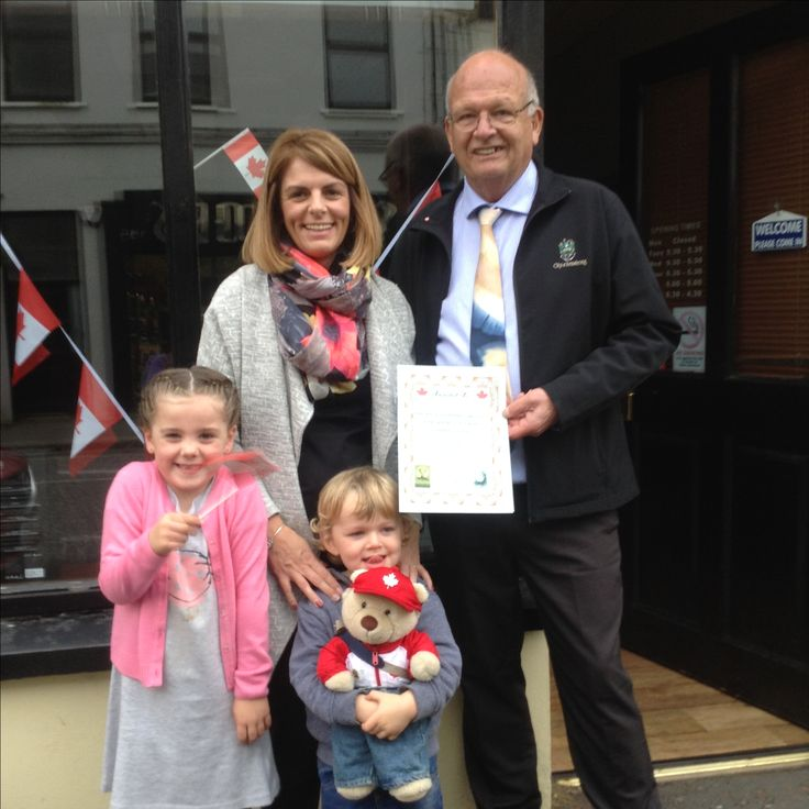 Stanley giving out Best Decorated Premises certificates with Mayor Pieper in Rathfriland, Northern Ireland