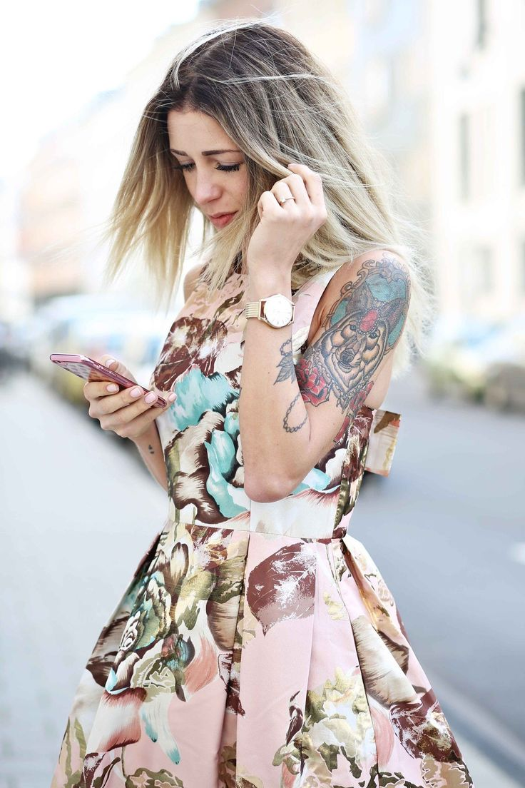 // Streetstyle // Blogger // Dress // OOTD // Outfit // Spring // Summer // Romantic // Volants // Flower // Chic // Fashionblog // Trends 2017