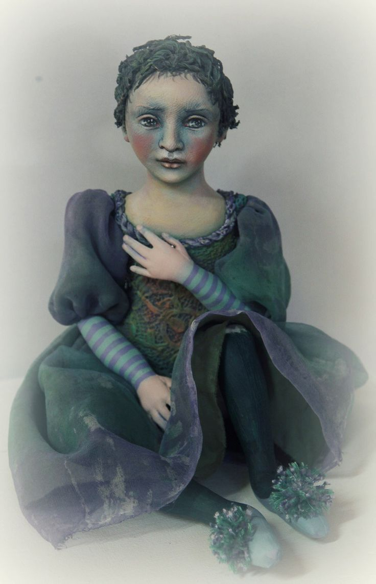 Eighteen inch cloth doll made by Susie McMahon. Loose jointing, painted stiffened lace bodice and hand-coloured silk clothing.