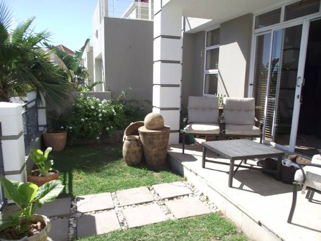 This beautiful home is situated in the upmarket Estate of Harbour Island. The harbour mouth is only 100m away and the restaurants and beach are also within easy walking distance. This home has a welcoming feel as you enter. From the entrance hall you walk into the lounge which boasts a fireplace.