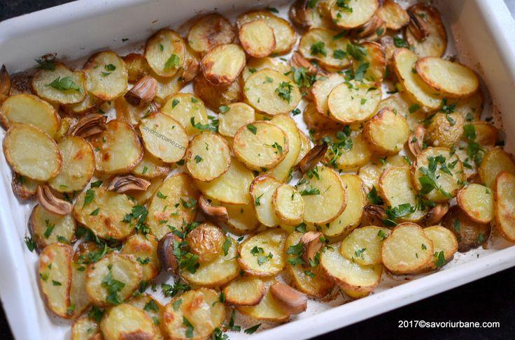 Cartofi noi cu usturoi la cuptor. Cei mai buni cartofi noi! Mai sanatosi decat cartofii prajiti in ulei dar la fel de gustosi. O reteta simpla si rapida de