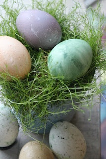 Natural color eggs: Color Eggs, Natural Colors, Easter Eggs, Pretty Easter, Holiday Crafts
