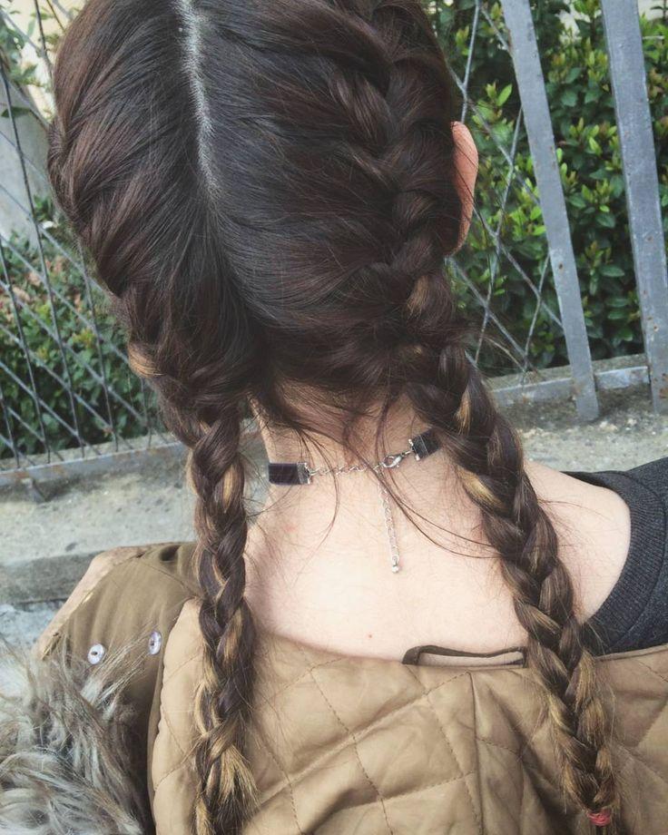 Ma com'è brava @jamorandini a fare le treccine  #Trecce #treccine #me #hair #strangecolor #head #instalike #instaday #tagforlike #likeforlike #collanina #school #scuola by awkward_thought