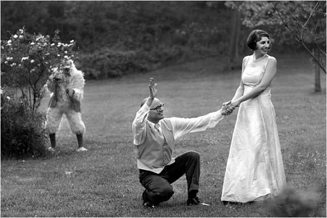 19 Hilarious Wedding Photo #Fails That Are Actually #Winning via Brit + Co