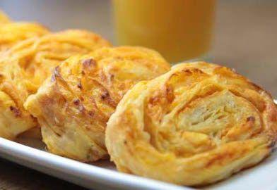 Patatesli Rulo Börek, çocukluk kahvaltılarımızı hatırlatan, annelerimizin yaptığı pratik ama en zor ve zahmetli böreklerden bile daha güzel gelen bir tarif.