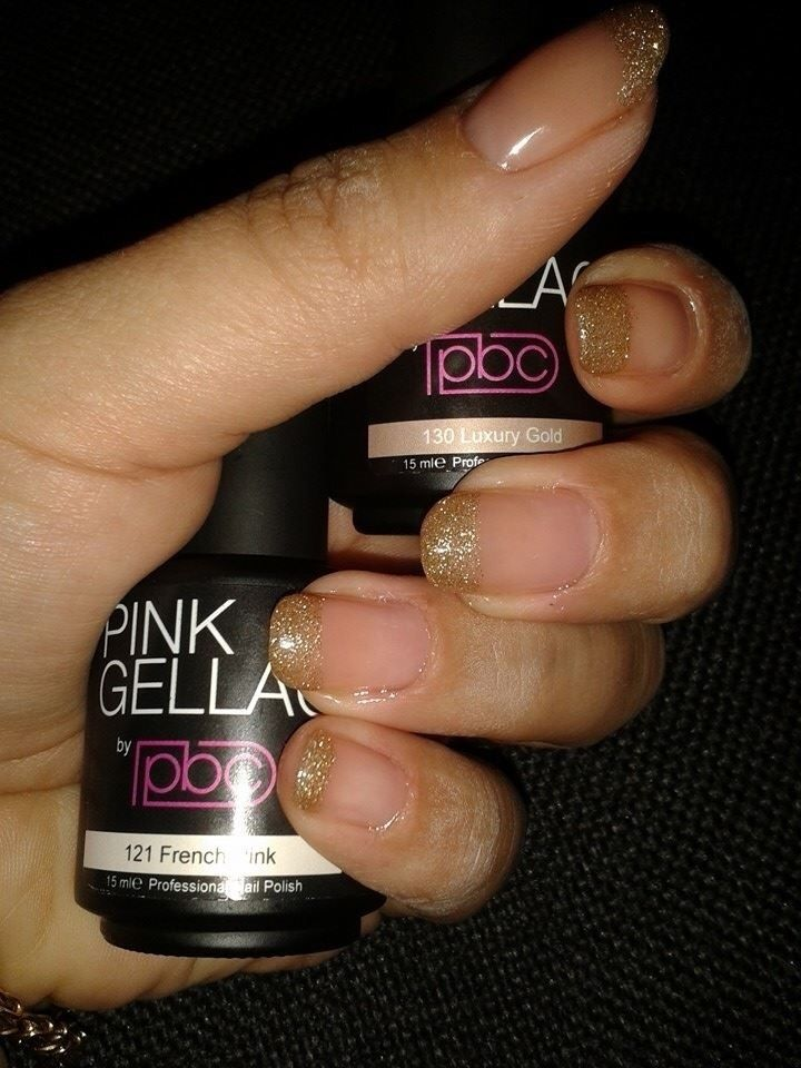 A very Luxury French Manicure editon by Ramona. Zo mijn nagels weer gedaan! 121 french pink & 130 luxury gold