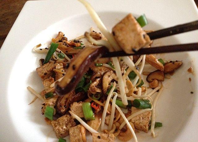 NushiOne: Asian Mushroom Stirfry with Red Cabbage Salad #vegetarian #glutenfree #vegan