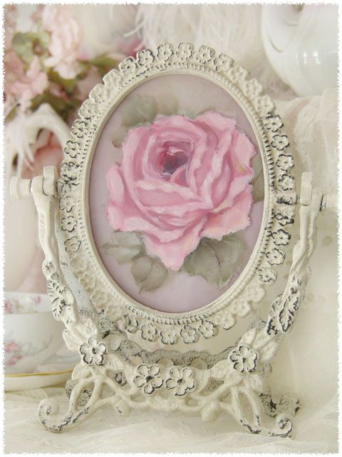 Shabby Chic~ Beautiful frame!
