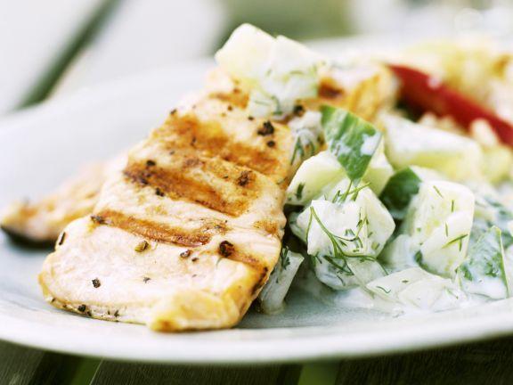Thunfischsteak vom Grill mit Gurkensalat ist ein Rezept mit frischen Zutaten aus der Kategorie Meerwasserfisch. Probieren Sie dieses und weitere Rezepte von EAT SMARTER!