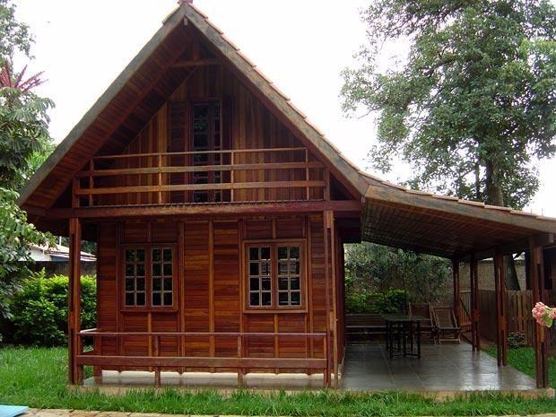 A madeira é usada na construção de casas a muito tempo, na realidade desde o início dos tempos esse material era utilizado, isso ocorria devido a abundânci