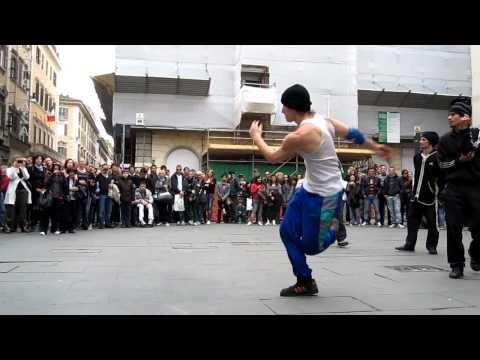 """Breakdance Freestyle: Via Del Corso, Roma 2011: """"Roma, Via del Corso"""""""