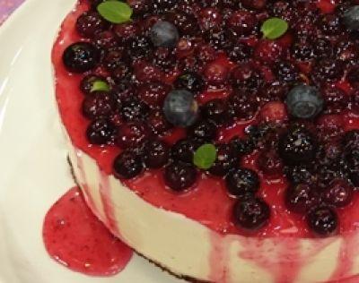 Recetas | Cocineros Argentinos  - Cheesecake con salsa de arándanos casera